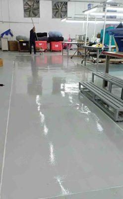 Sơn epoxy là một trong những loại sơn được sử dụng phổ biến hiện nay, được sử dụng phổ biến trong làm sàn tại các nhà máy sản xuất, tầng hầm để xe,thi công sơn nước trọn gói